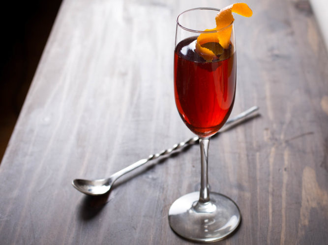 Red sparkling wine cocktail